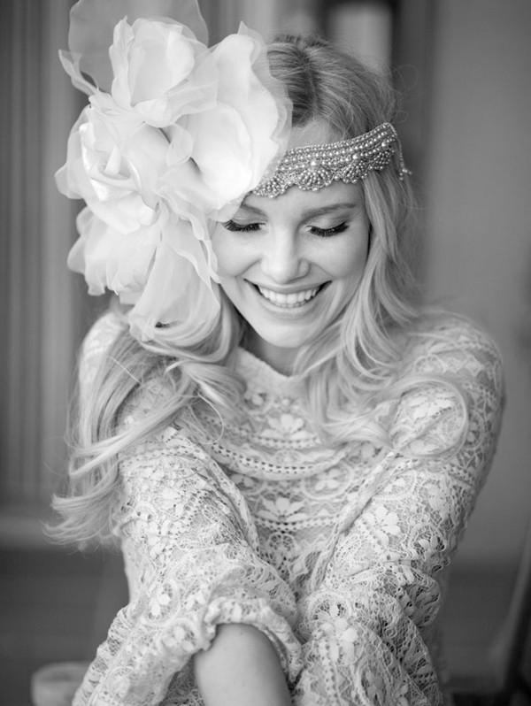 Vintage-Boho-Style-Bridal-Wedding-Hairsyle-with-Flapper-Floral-Headband