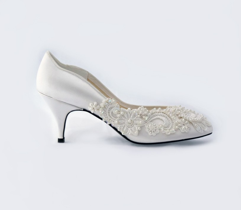 vintage-lace-wedding-shoes